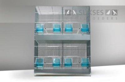 Stalen kooi 2-delig 69x55x27 cm (hxbxd) met middenschuif plastic laden en bodemroosters